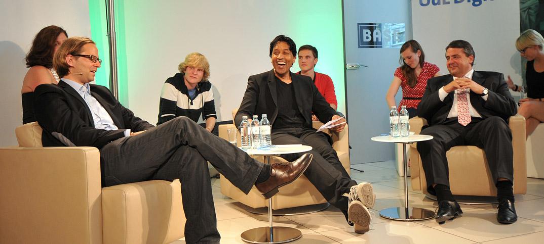 Sigmar Gabriel, Christoph Giesa & Cherno Jobatey in UdLDigital Talkshow