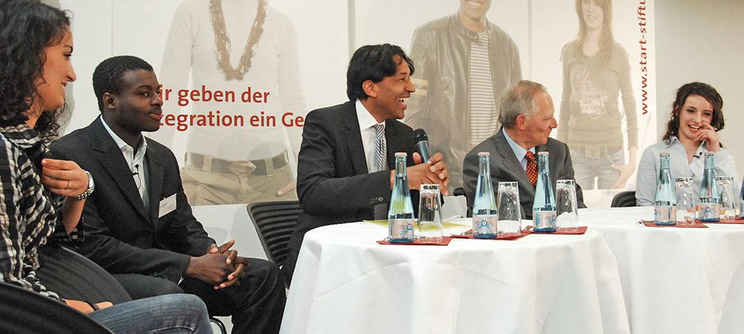 Wolfgang Schäuble & Cherno Jobatey bei der START-Stiftung