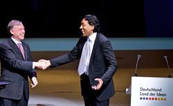 Cherno Jobatey und Bundespräsident Horst Köhler
