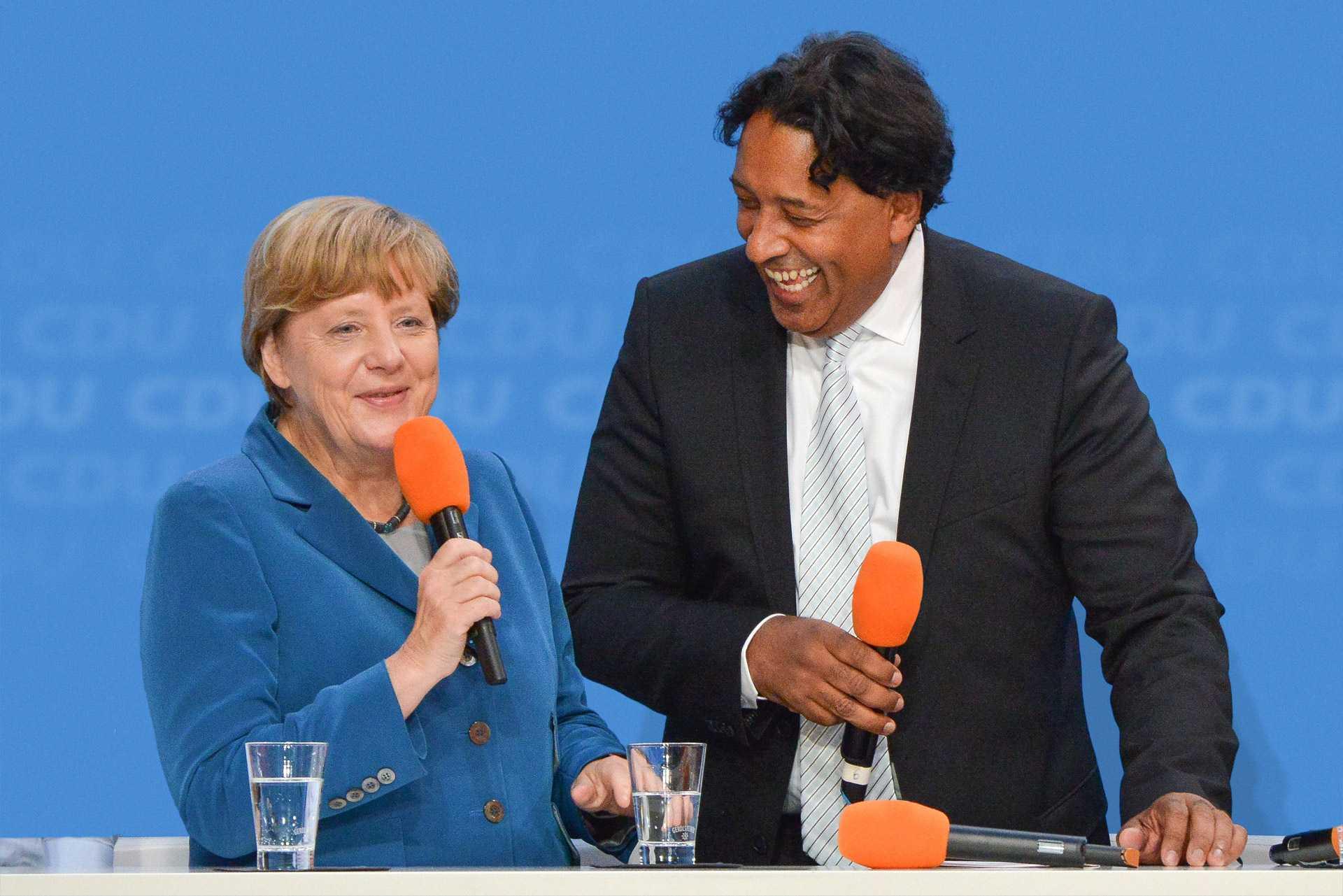 Angela Merkel & Moderator Cherno Jobatey