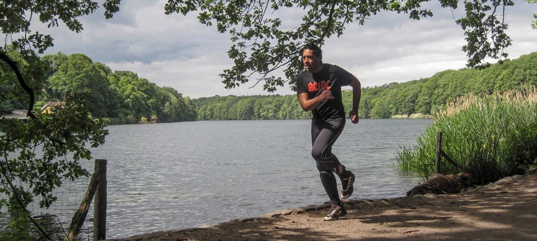 Cherno Jobatey joggt Schlachtensee Berlin