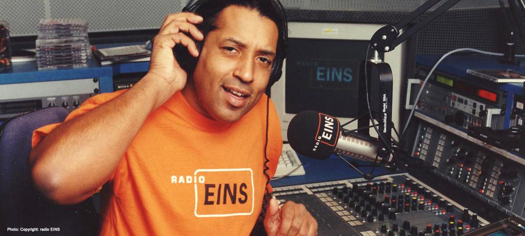 Cherno Jobatey moderiert Radio Eins