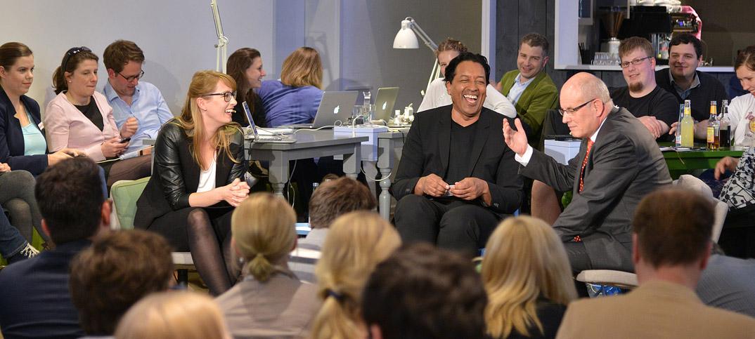 Volker Kauder, Paula Hannemann & Cherno Jobatey in UdLDigital Talkshow
