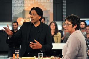 Moderator Cherno Jobatey und die langjährige Justizministerin Brigitte Zypries in einer engaierten Diskussion zum Thema Jugendgewalt bei ZDF Log in
