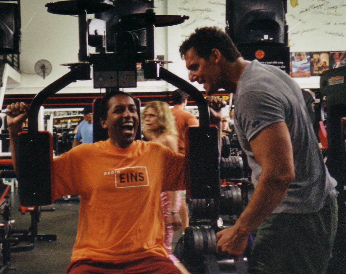 Ralph Moeller trainiert Cherno Jobatey im Gold's Gym Venice Californien