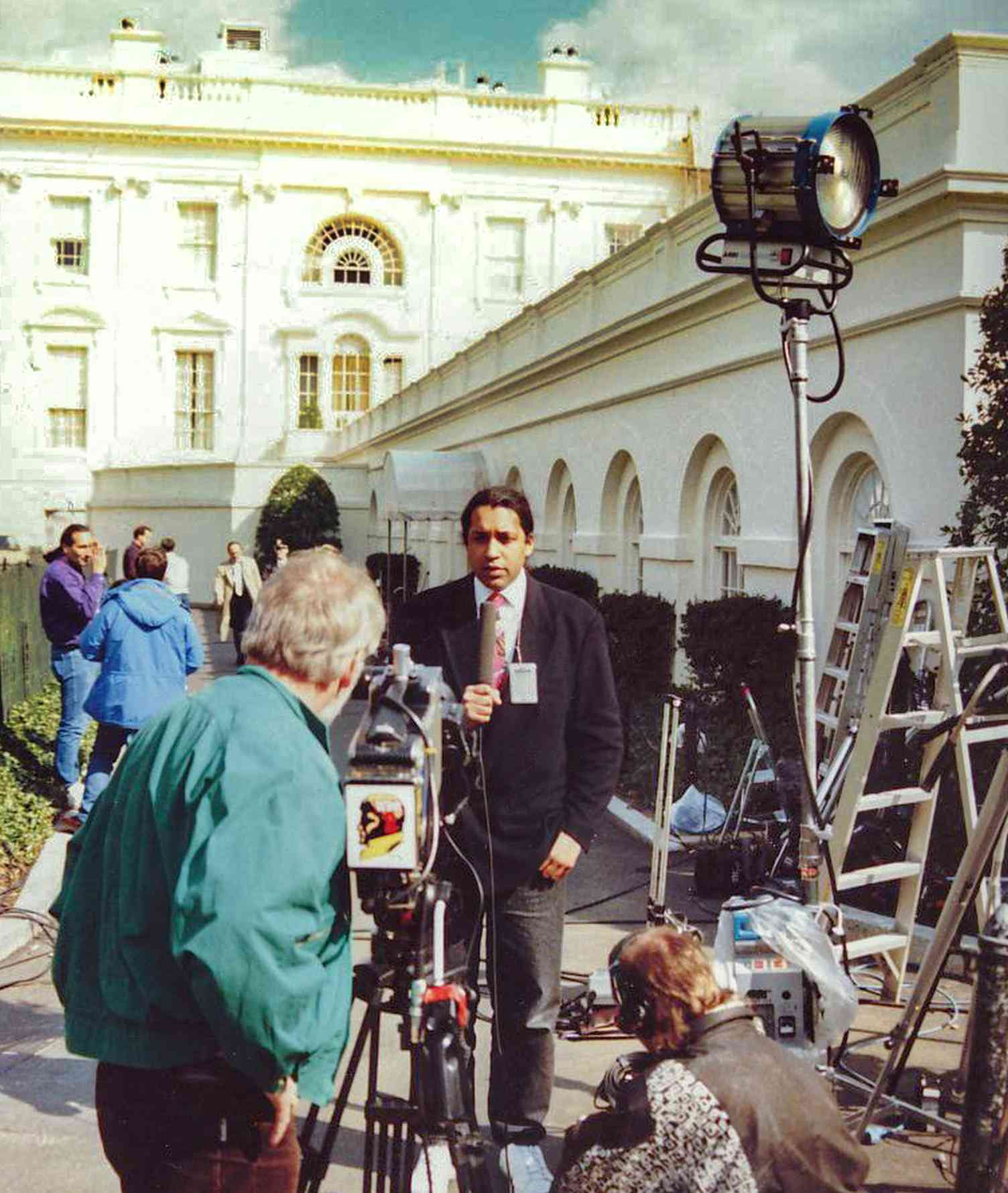 Cherno Jobatey TV-Aufsager West Wing White House Washington DC