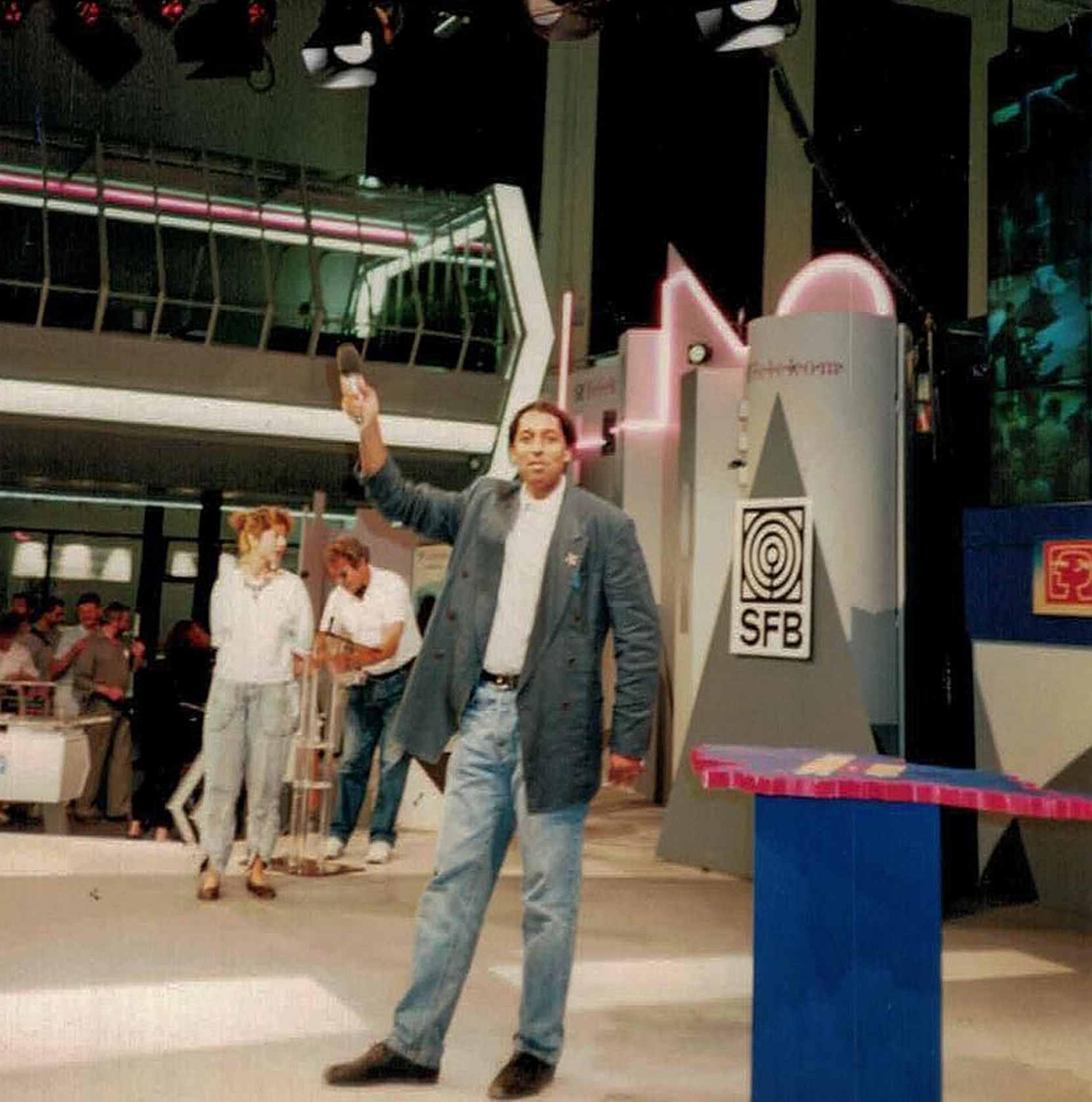 Cherno Jobatey moderiert 2 vor 12 SFB-TV