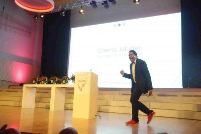 Cherno Jobatey auf der Bühne